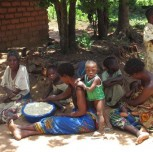Elke (14) aan de slag in Malawi